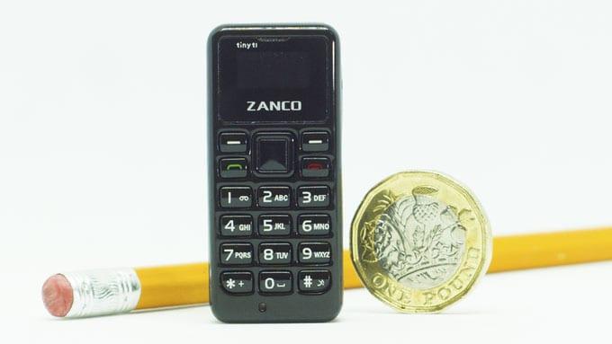 imagen El teléfono móvil más pequeño del mundo